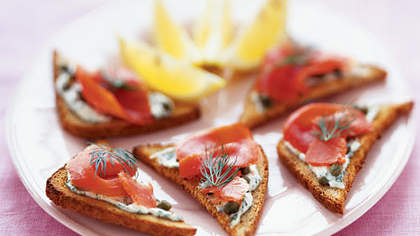 Pumpernickel Toasts With Smoked Salmon and Horseradish Cream