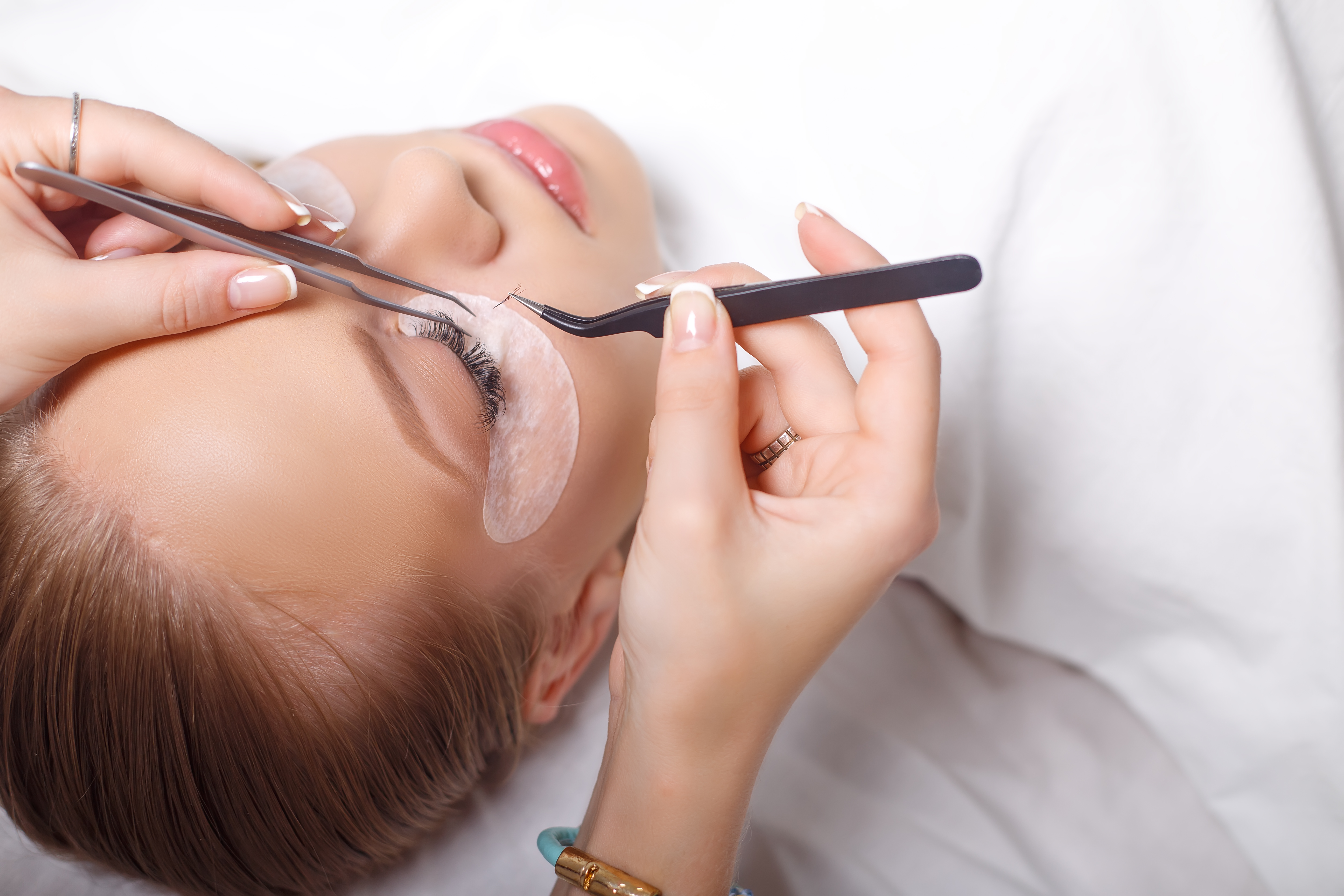 eyelash-extensions-safe-time-health