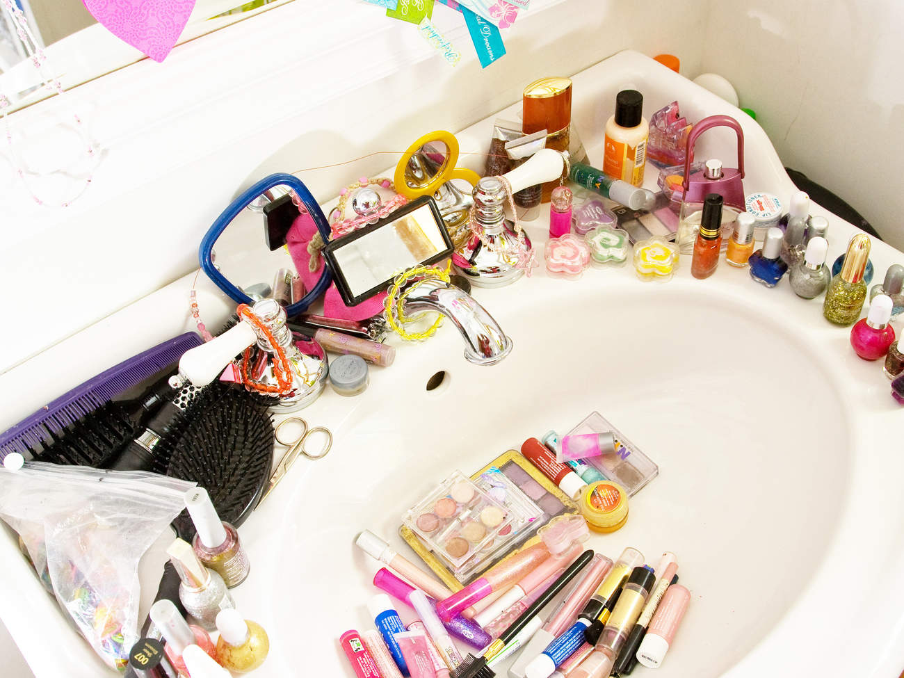 beauty-organizer-makeup-bathroom