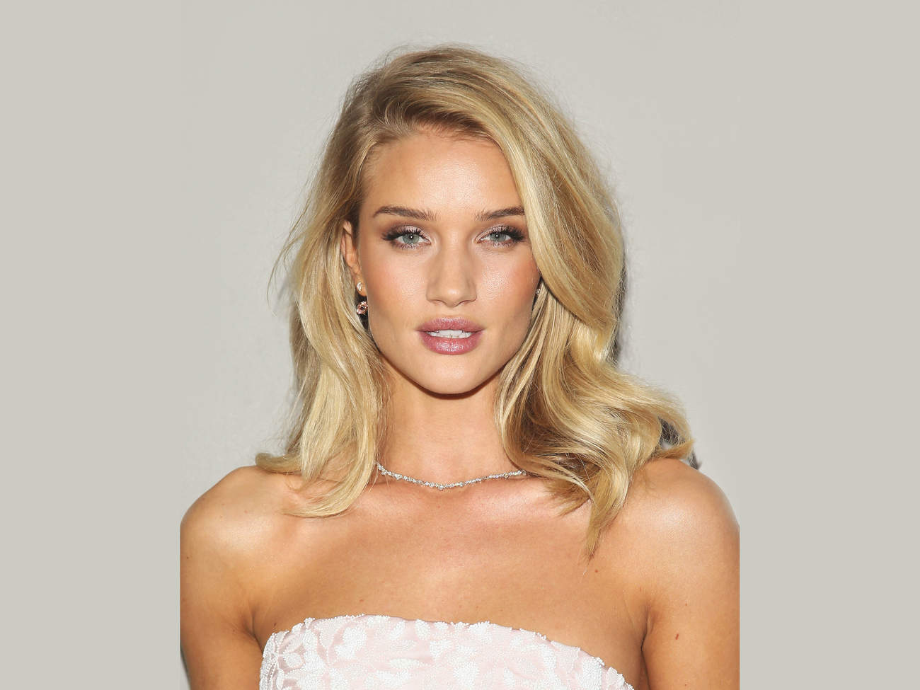rosie-huntington-whiteley-waves