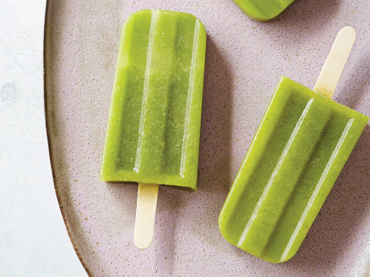 spicy-arugula-jalapeno-popsicle-glow-pop