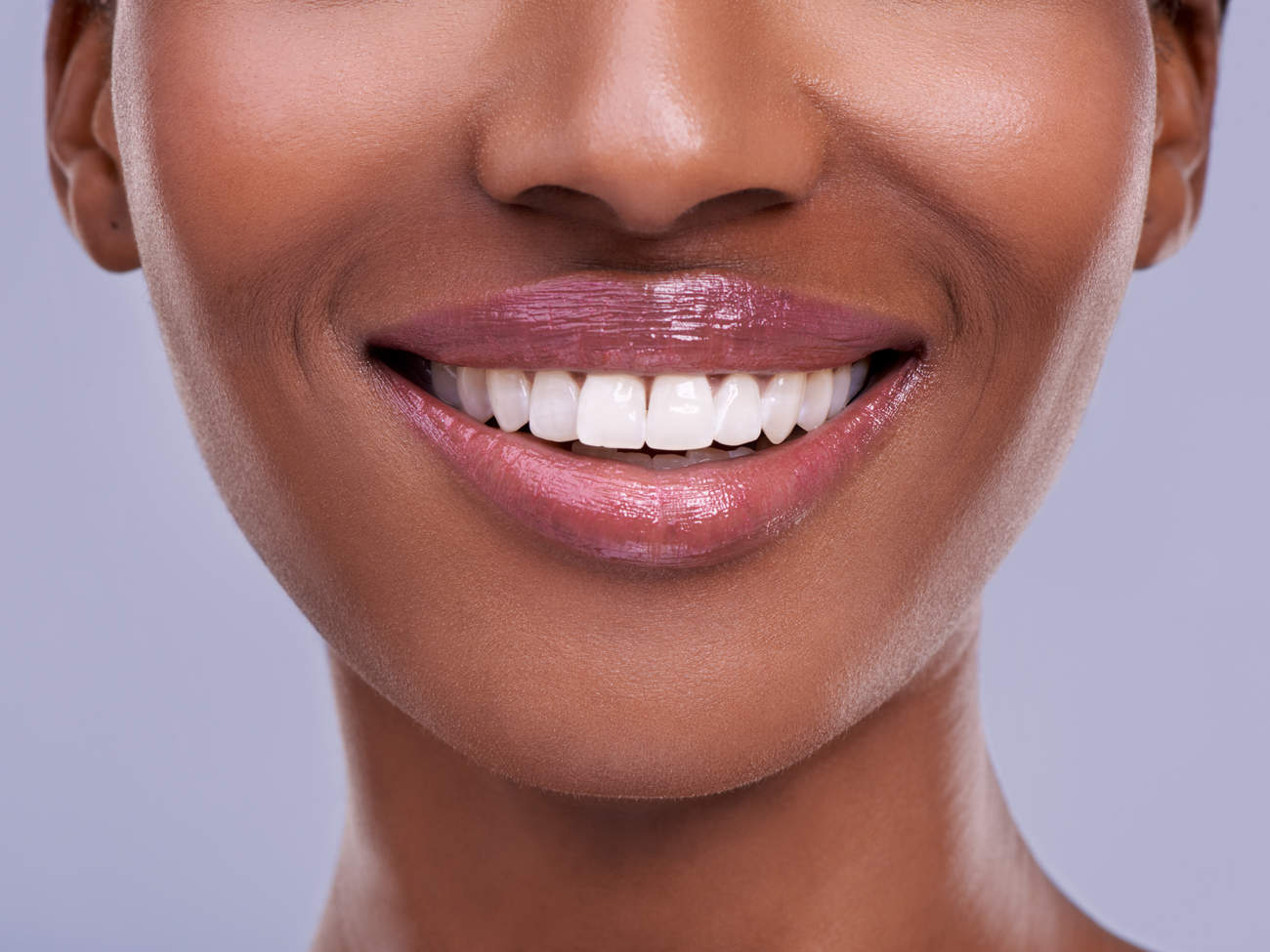 smile-lips-teeth-natural-makeup