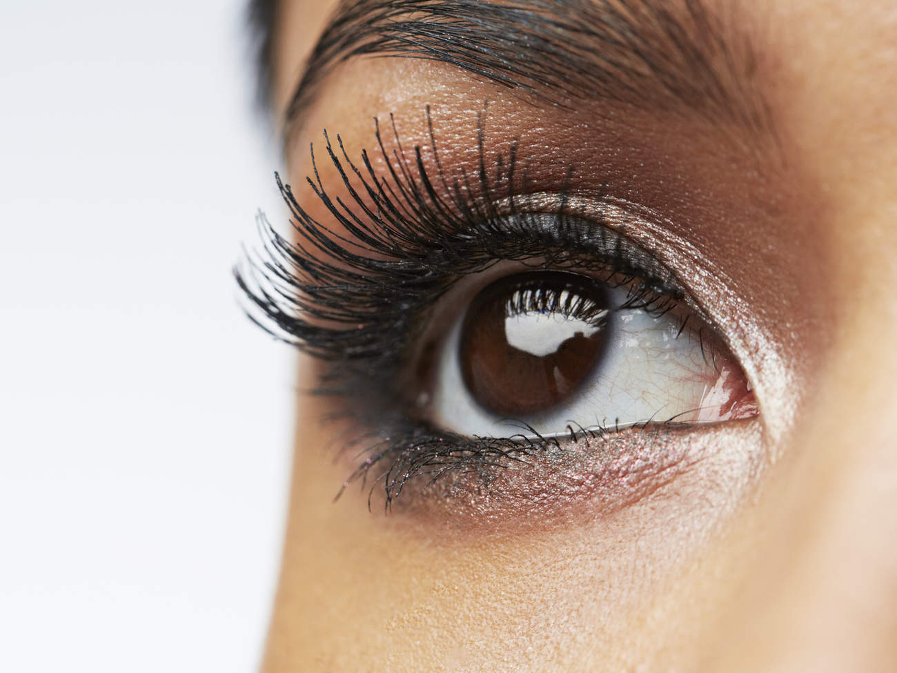 how-to-apply-fake-eyelashes-video
