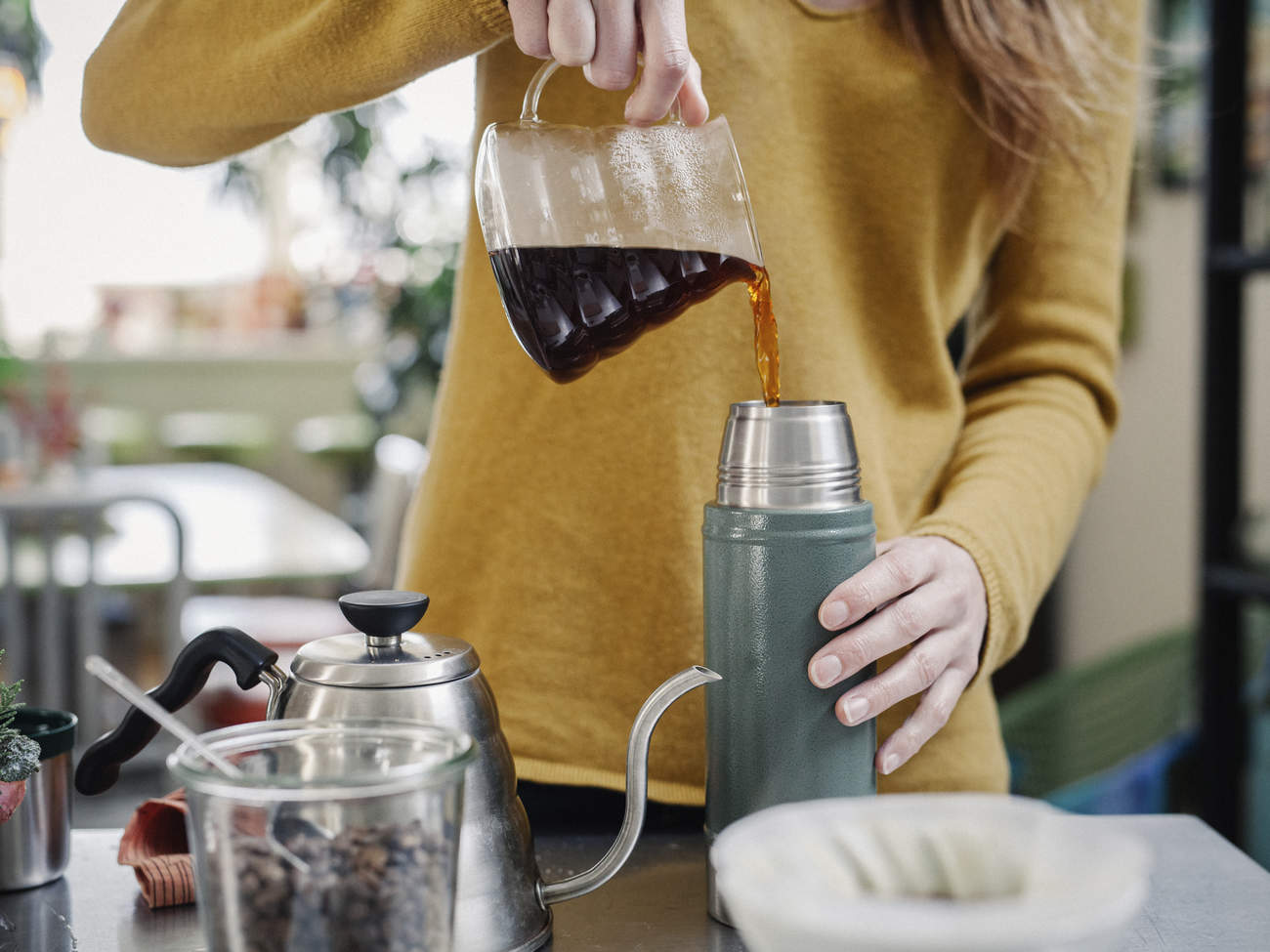 coffee-flask-pour