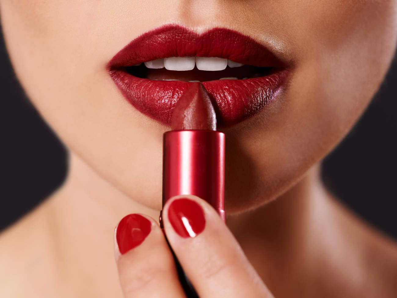 best-lipsticks-for-white-teeth-GettyImages-477663679