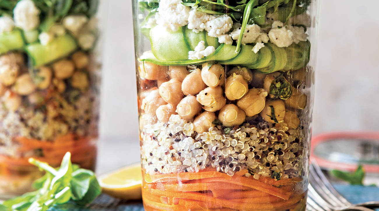 mediterranean-salad-jar-lunch-blogger