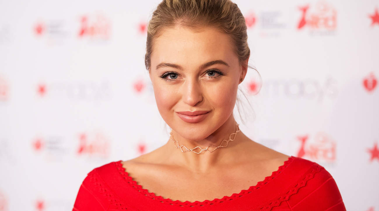Iskra Lawrences Love-Your-Body Power Plate Workout-video