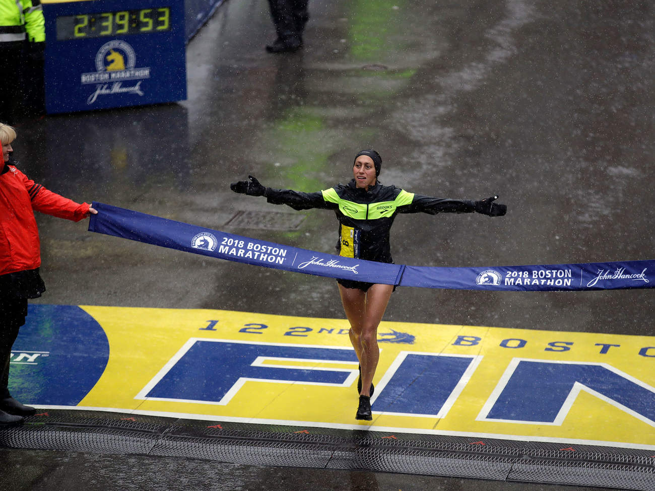 Desiree Linden wins 2018 Boston Marathon