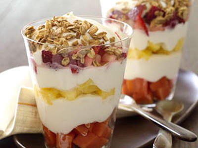 yogurt-fruit-parfait