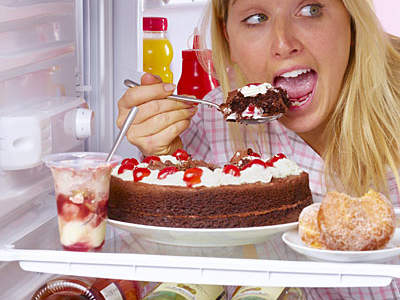 eating-cake-fridge