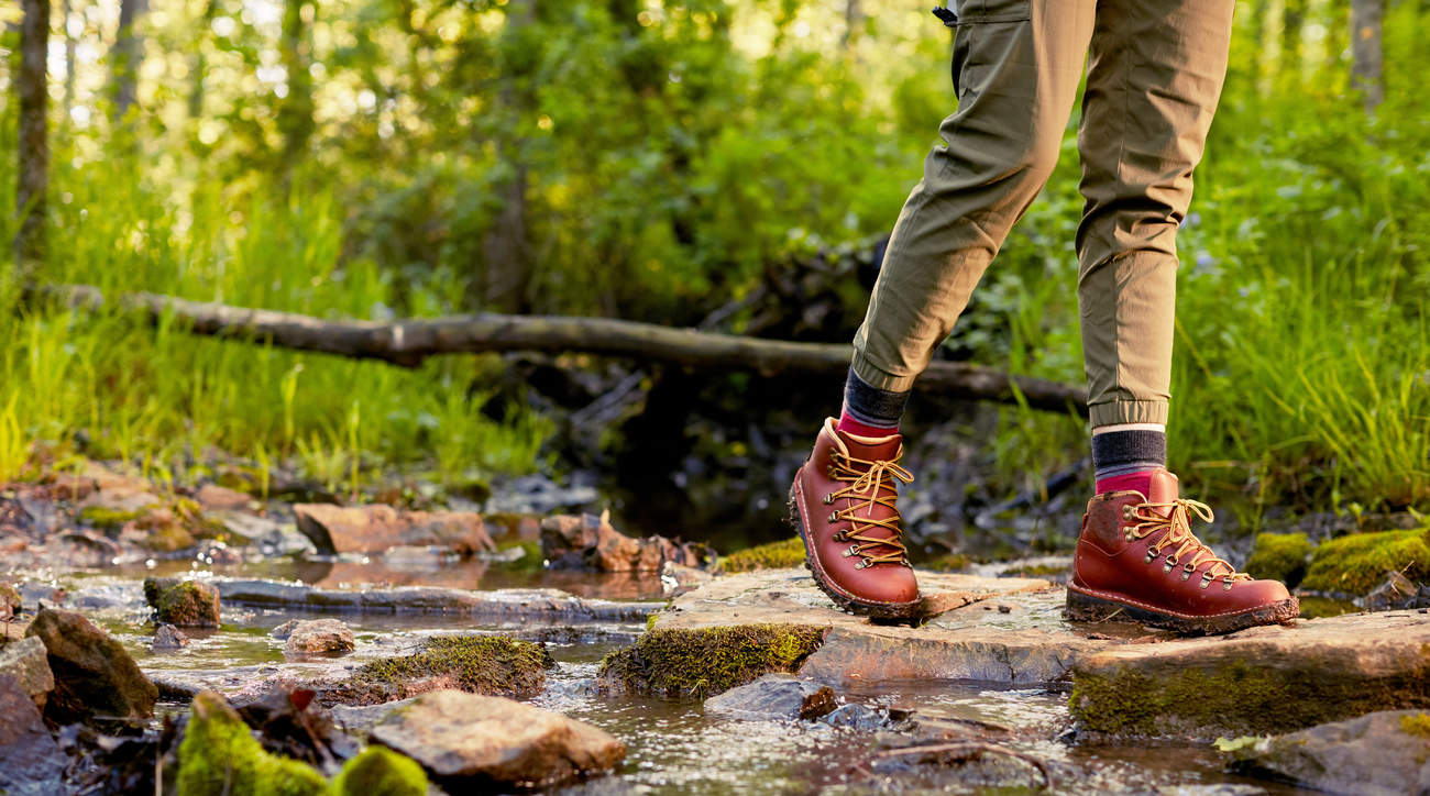 best-waterproof-hiking-boots waterproof hiking-boots hiking nature woman health wellbeing