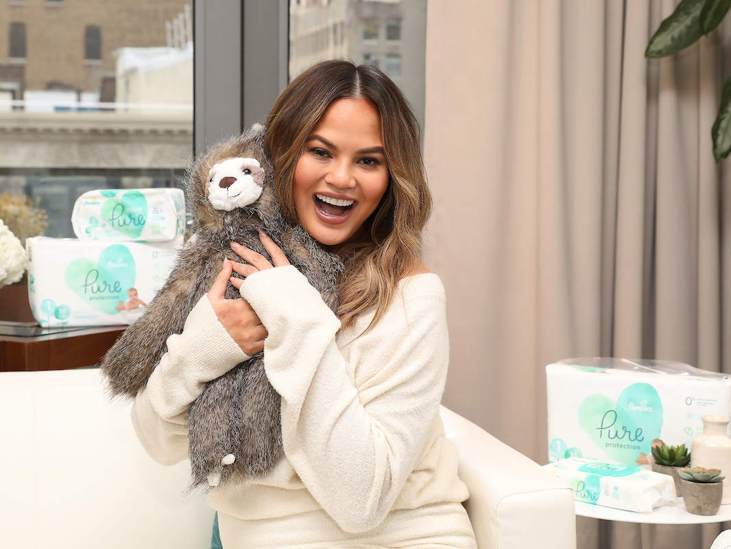 chrissy-teigen-pampers