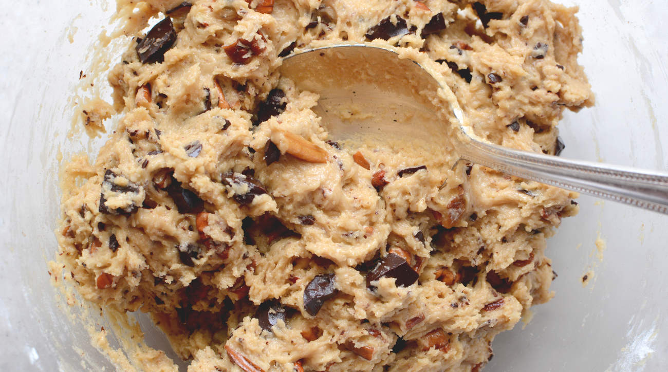 raw cookie dough safe healthy salmonella e coli food poisoning sick