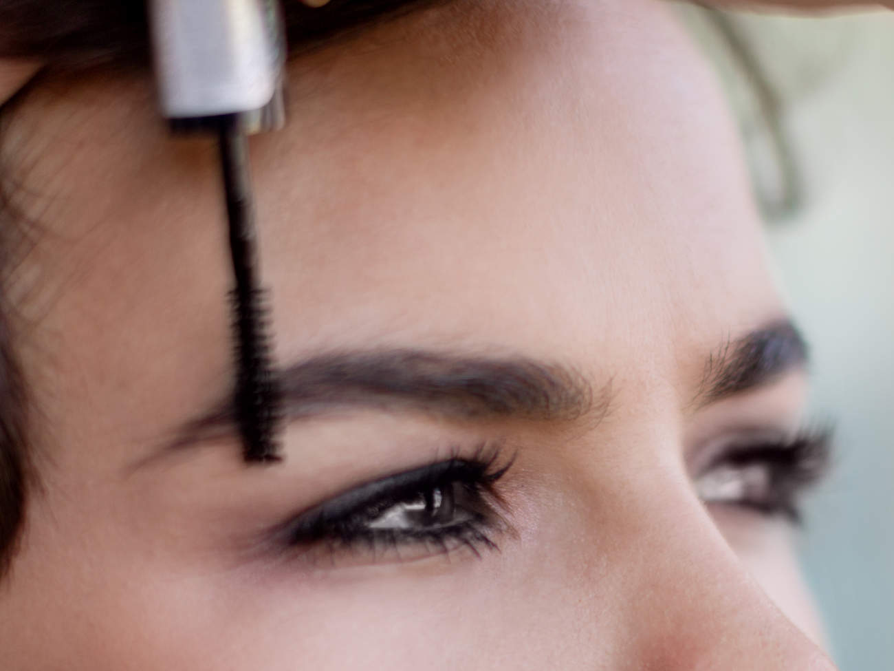eyebrow-gel-application-GettyImages-835182348