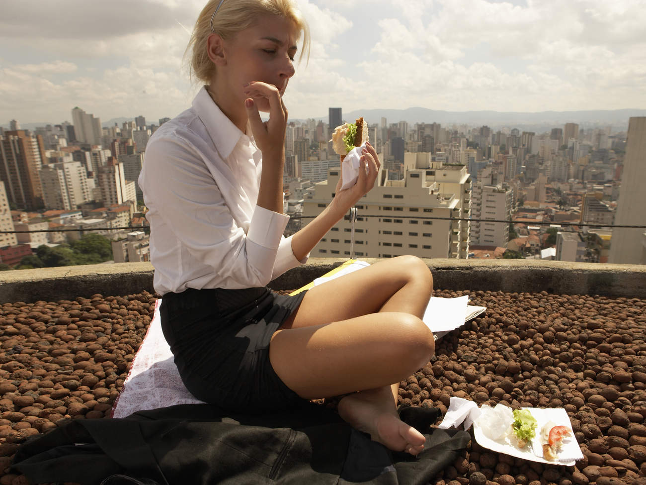 food-mantra-eating-outdoors