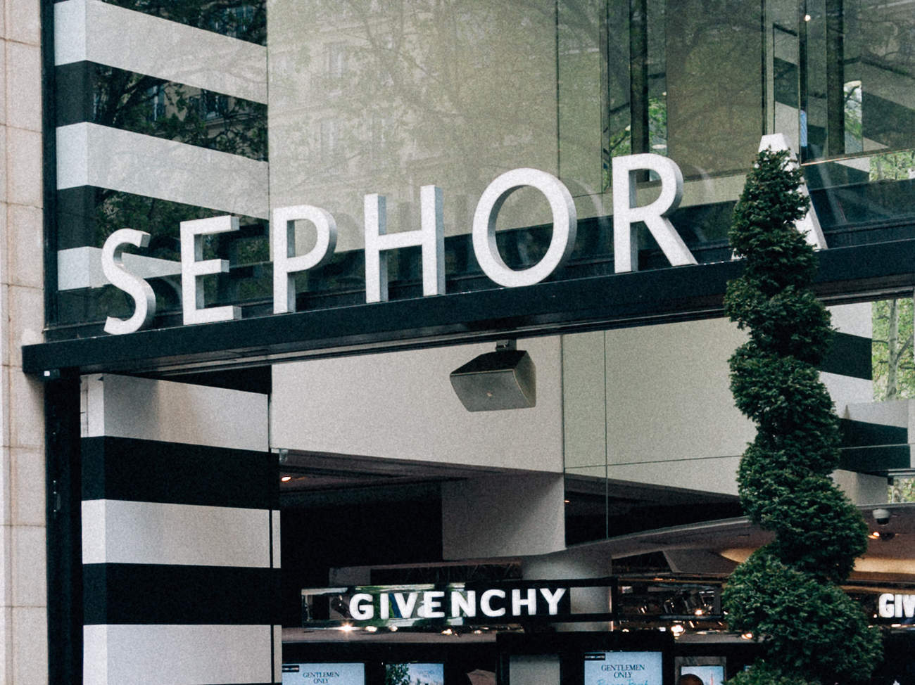 sephora-storefront-sign