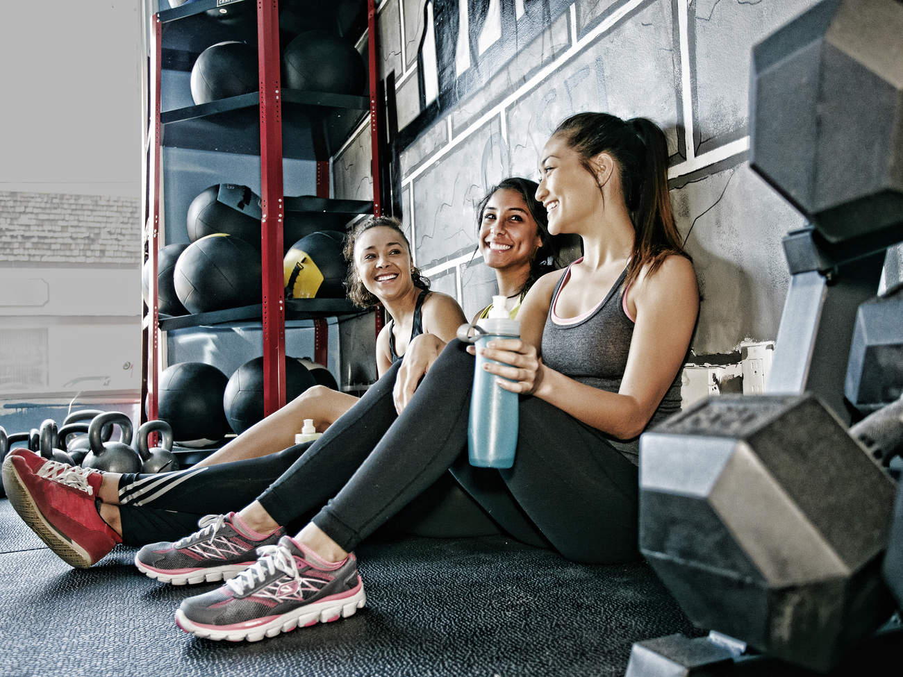winter-workout-gym-friendship-exercise