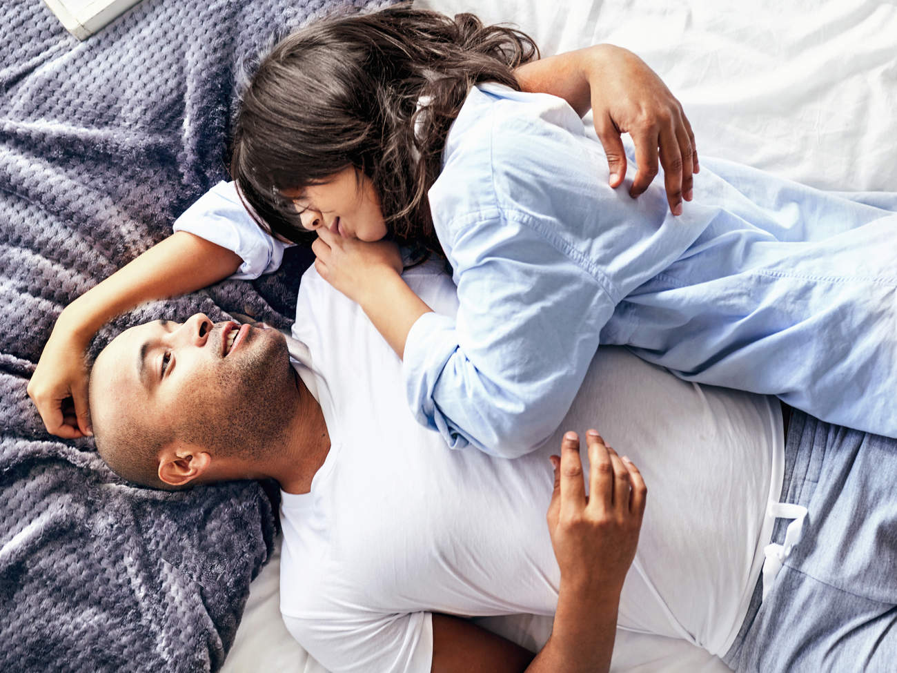 couple-talking-bed