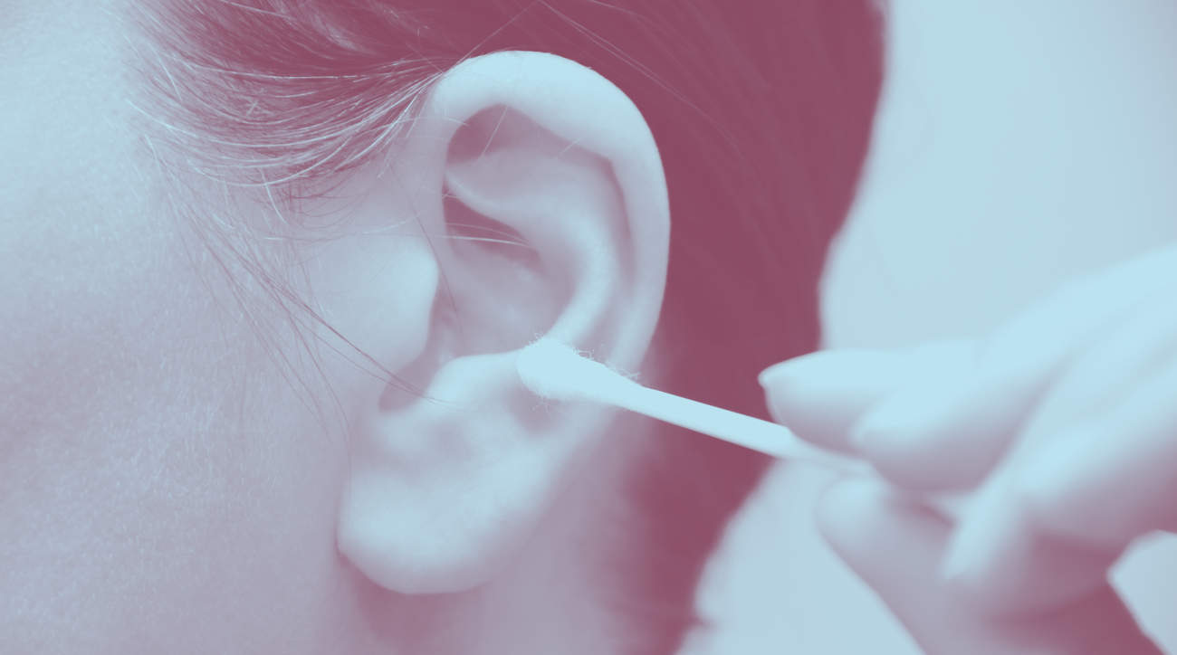 infection cleaning ear swab