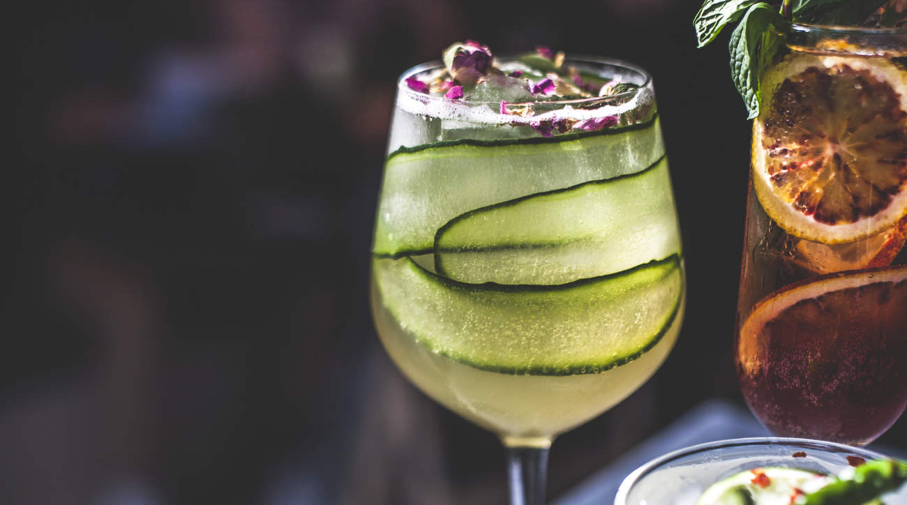 cocktail low-cal low-calorie diet resolution alcohol health booze woman fun hydrate fruit veggie