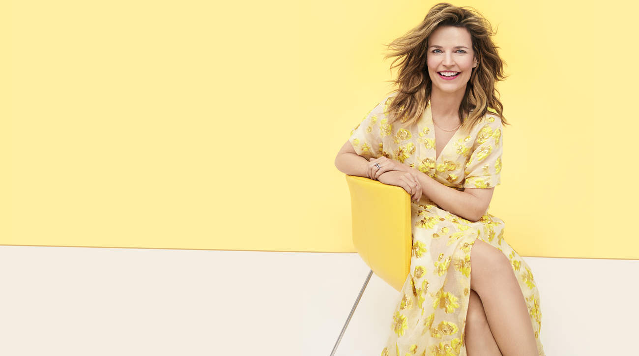 savannah-guthrie woman health blonde yellow chair  health-may-2019-cover