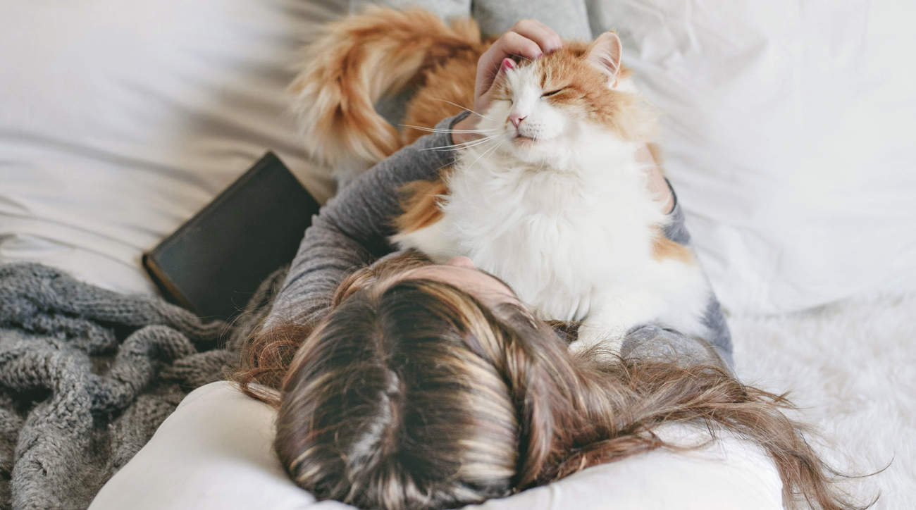 emotional-support-animals-health-mag-september-2019 emotional-support-animals health-mag-september-2019 pets woman health wellbeing