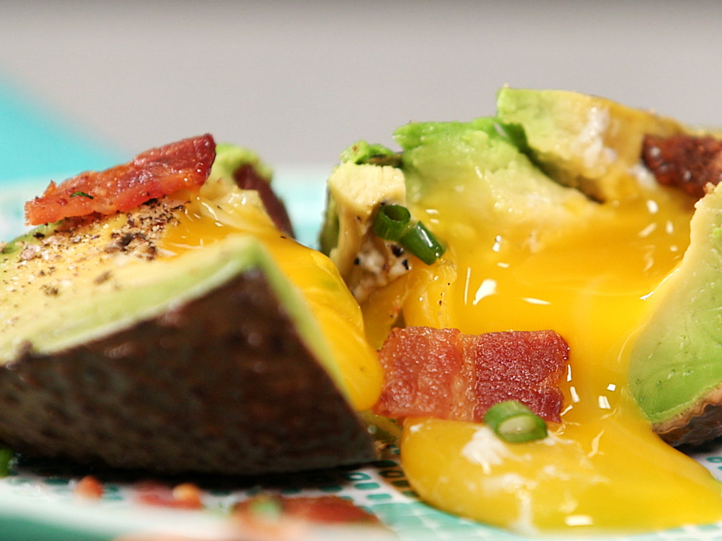 Make a healthy breakfast by watching this egg in avocado video an easy egg stuffed avocado recipe forumfinder Images
