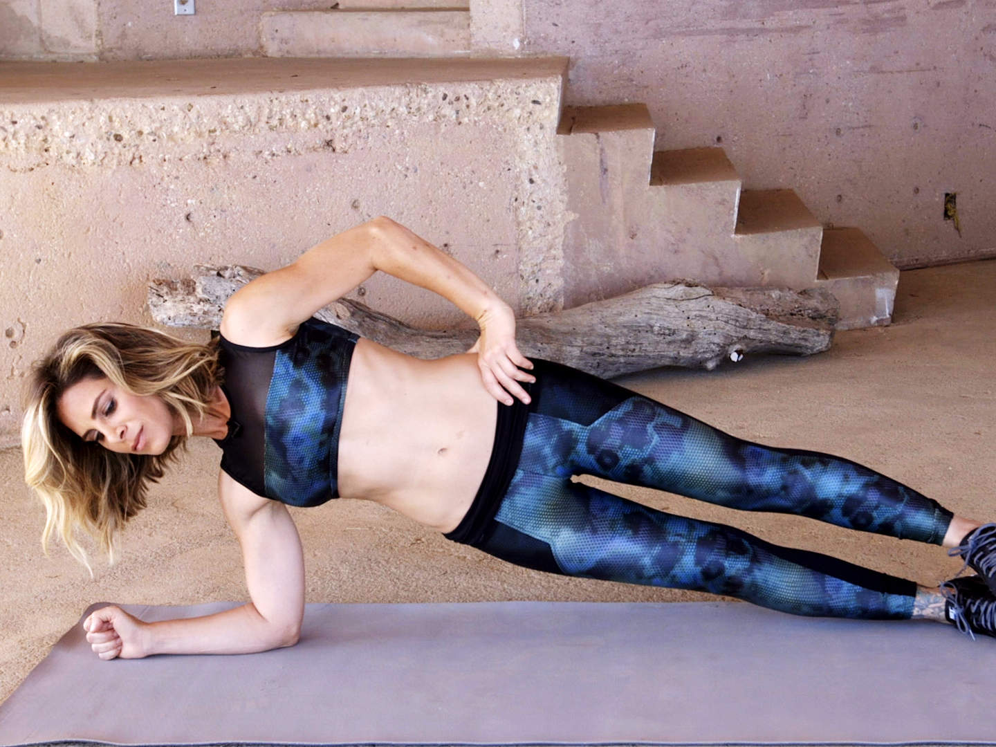 jillian-michaels-video-still-rolling-plank-2