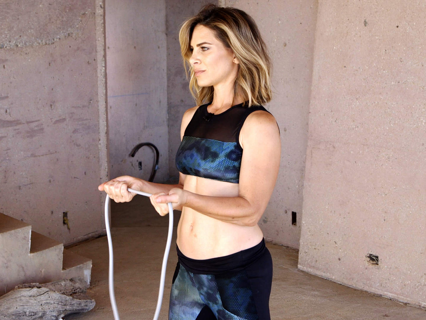 jillian-michaels-video-sumo-squat-with-rotator-fly-2