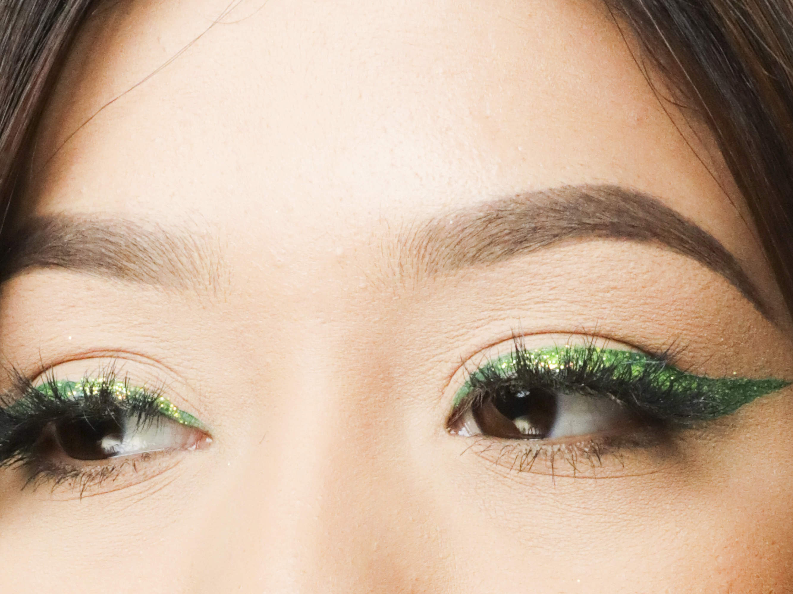 Beauty Scoop How To Get A Glittery Eye-video