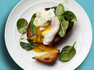 crostini-spinach-poached-eggs