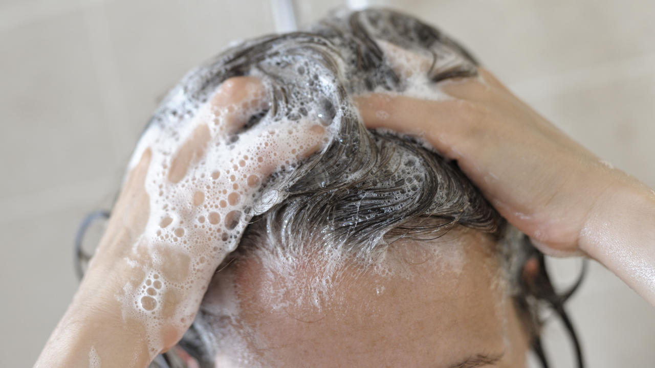 These Are the 4 Best Dandruff Shampoos, According to Dermatologists