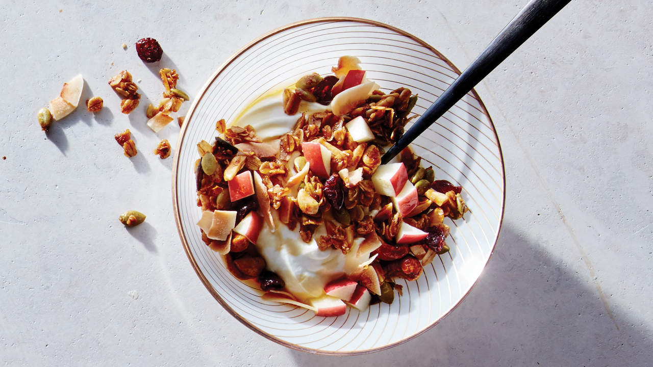 cardamom-vanilla-granola-recipe-brunch