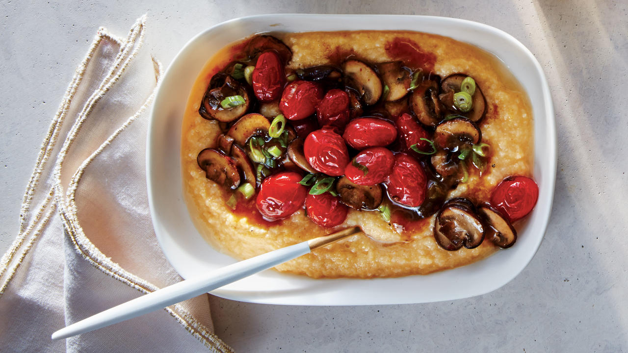 cauliflower-grits-tomato-mushroom-gravy-brunch-recipe