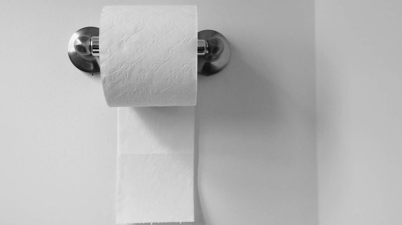 stomach-hurts-constipation-toilet-paper