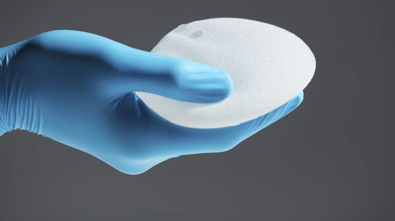 You can (and should) get a mammogram if you have breast implants
