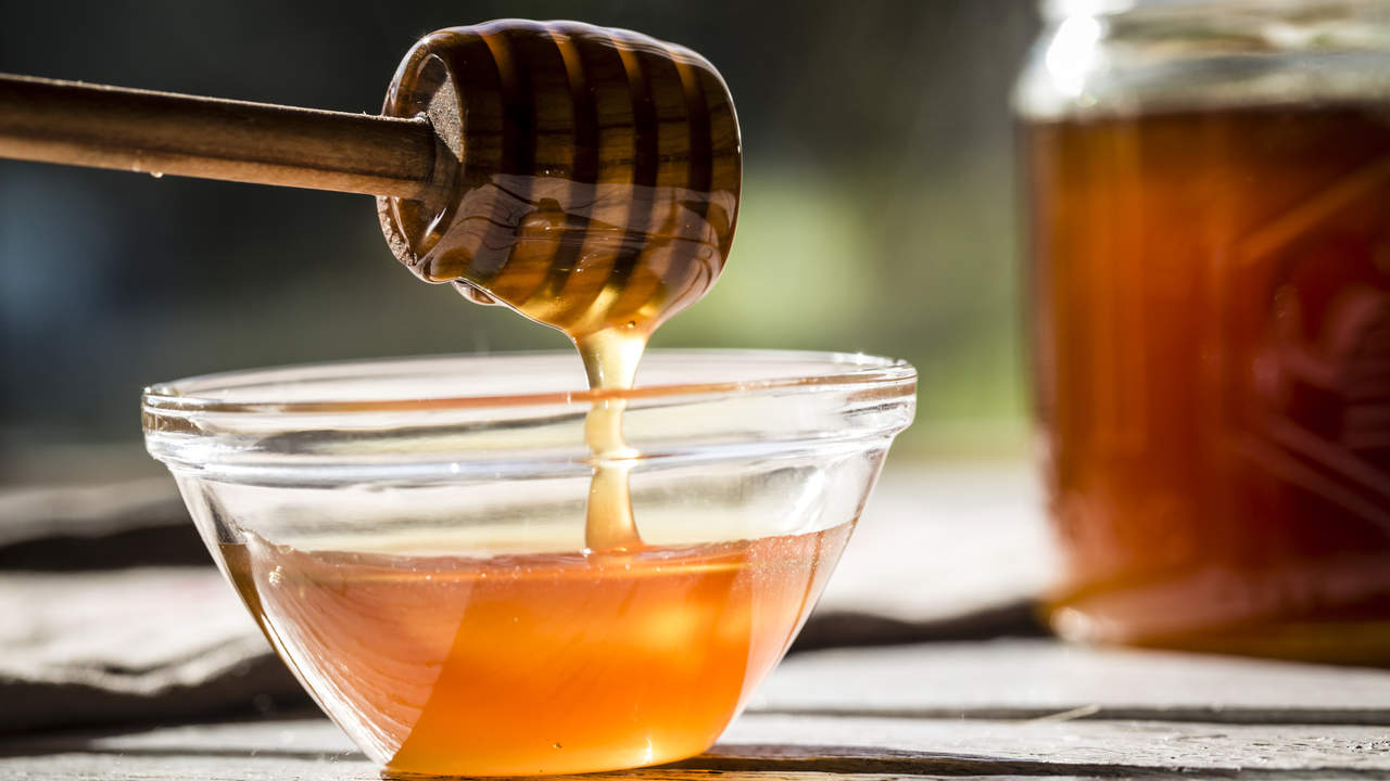 01-home-remedies-cough-intro-honey