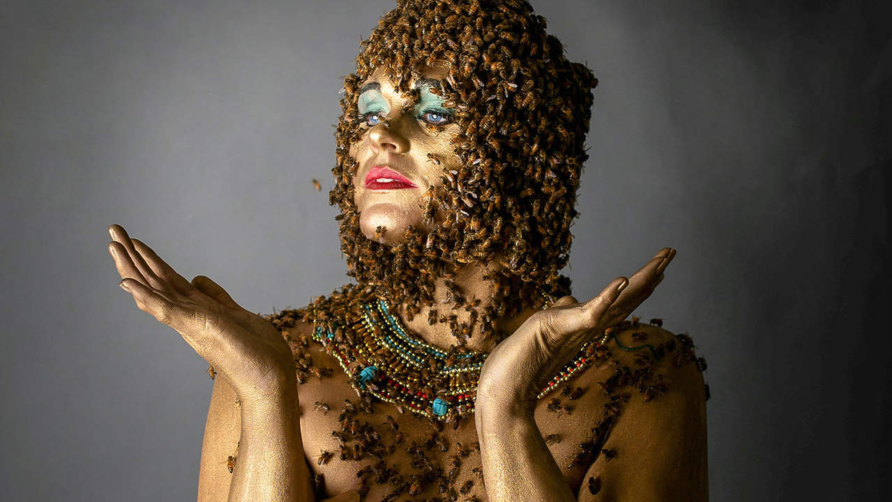 Mom Who Posed with 20,000 Bees on Her Belly Is Bac...