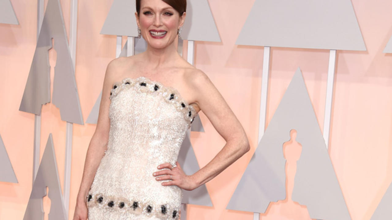 This Is Julianne Moore's Hilarious Advice for Dealing With Back Fat