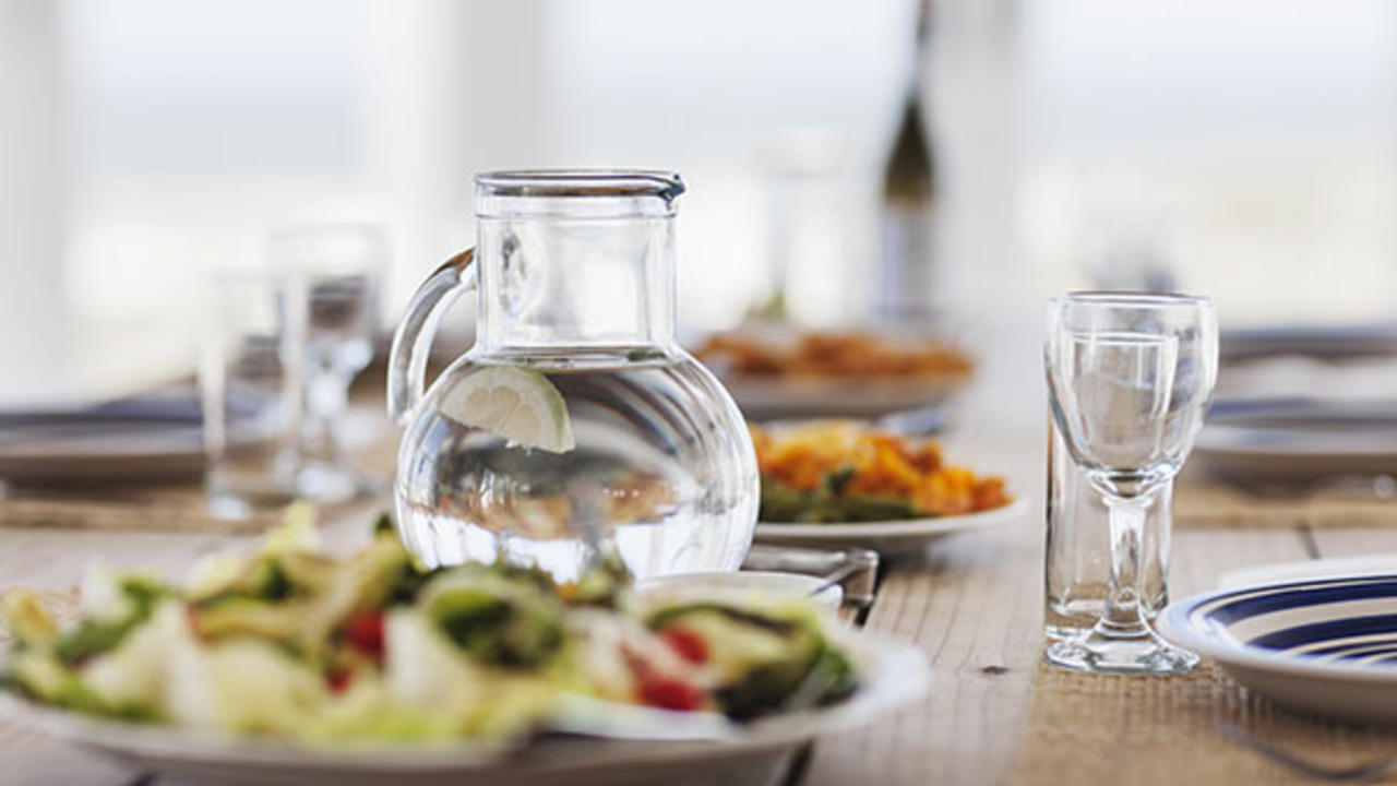 water drinking meals drink food before eating why should health during immediately avoid ulcerative colitis holiday tips provides right eat