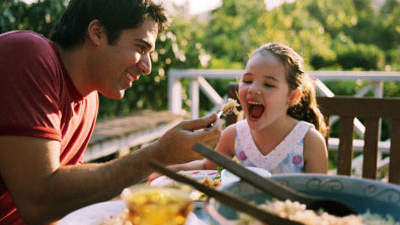 8 Reasons to Make Time for Family Dinner