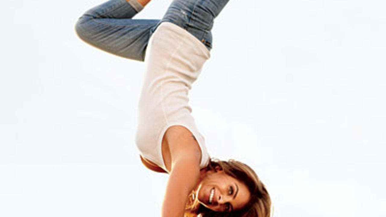jillian-michaels-handstand