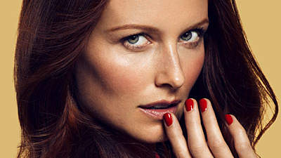 red-nails-face