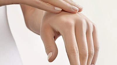 touching-dry-hands