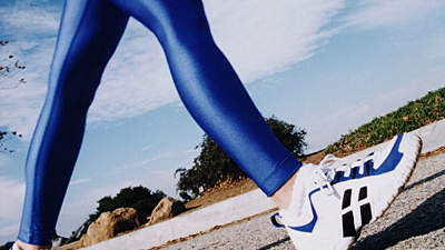 woman-speedwalking-blue