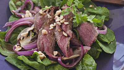 asian-steak-spinach-salad