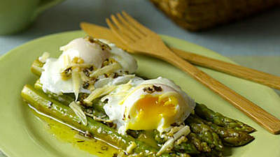 Asparagus With Poached Eggs and Parmesan