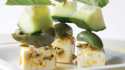 marinated-feta-and-olive-skewers