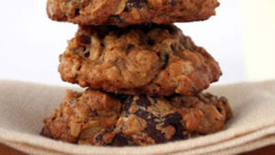 oatmeal-date-chocolate-cookie