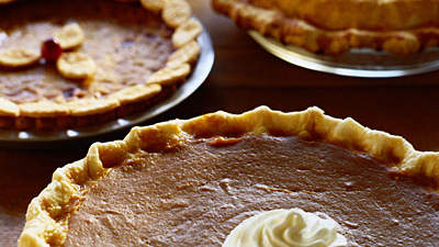 holiday-pies-table
